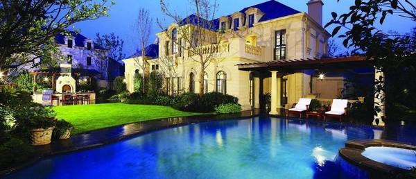 绿城玫瑰园庄园别墅 花园2000平米占地4亩地 挑高厅8米