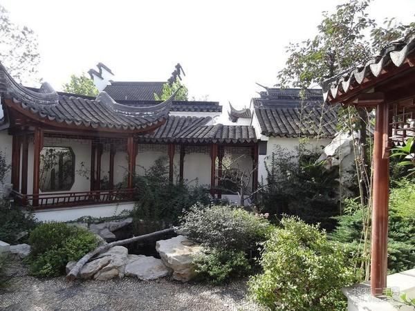 新新小镇苏园别墅,送花园500平米,院内假山,长亭,小溪