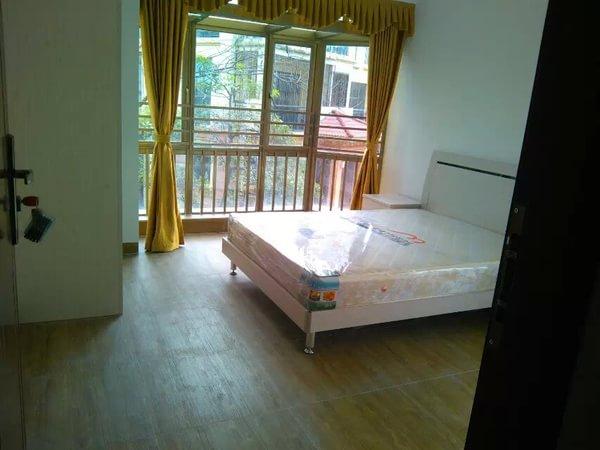 靠近地铁口的房子,屋内装修非常漂亮,业主急出售.