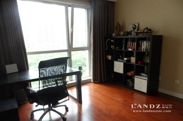 浅色系欧式装修风格 双卧室夹客厅