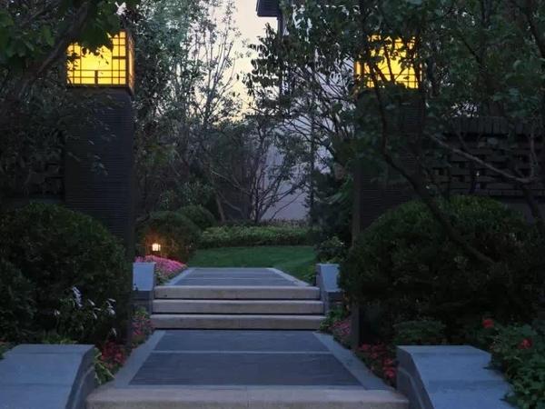 业主诚意出售 新中式风格别墅 双车位 交通便利 北京院子二手