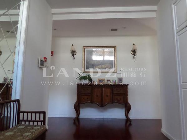 棕榈滩欧式独栋超大花园 精装修客厅8米挑高红木地板