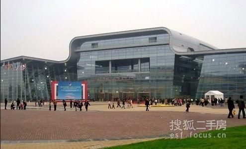 开发商:上海国际汽车城瑞安实业有限公司 小区地址:安亭镇墨玉南路888